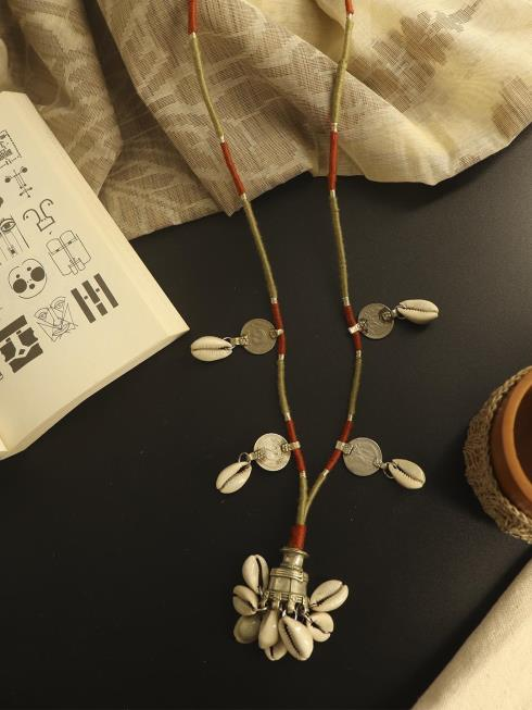 Whe Fashion Jewellery Off White Necklace